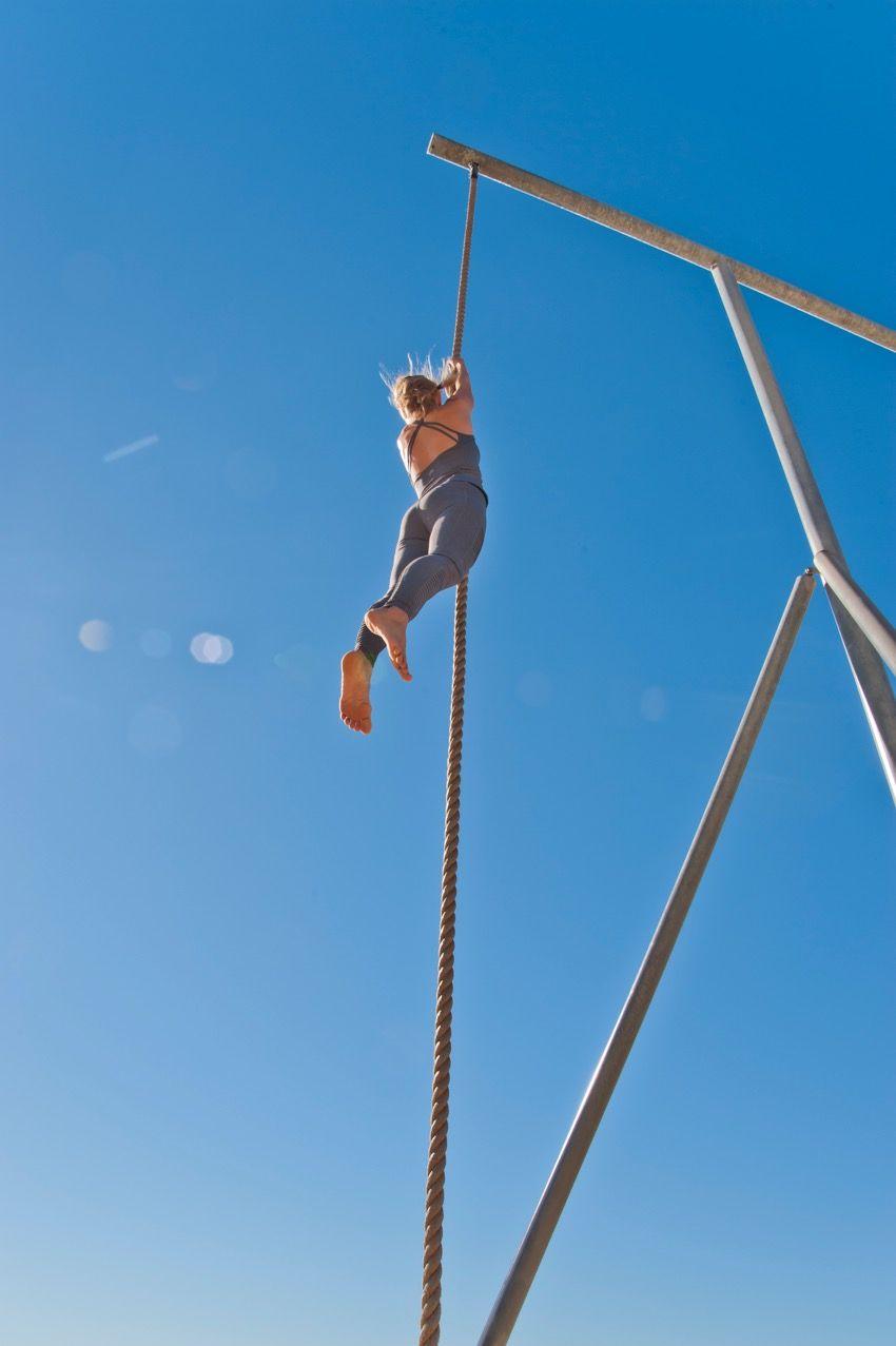 Straight rope climbing